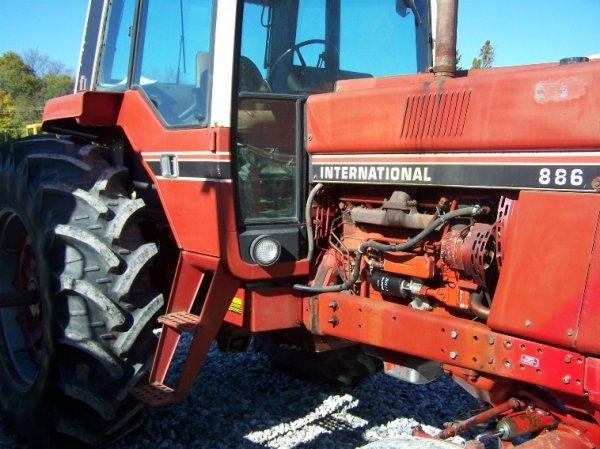 1410: International 886 Farm Tractor with Cab - 10