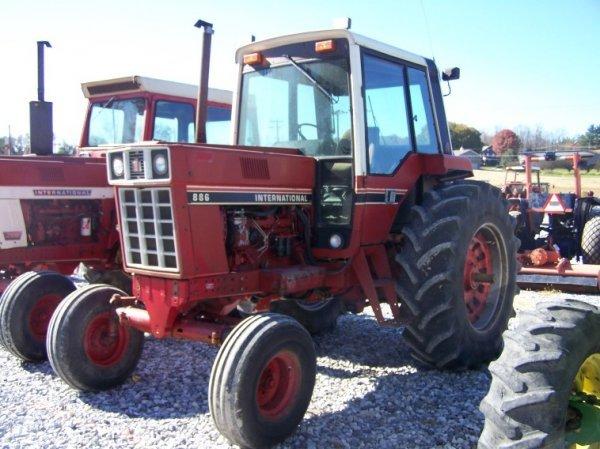 1410: International 886 Farm Tractor with Cab