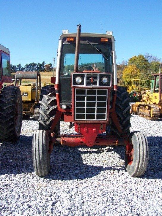 1410: International 886 Farm Tractor with Cab - 2