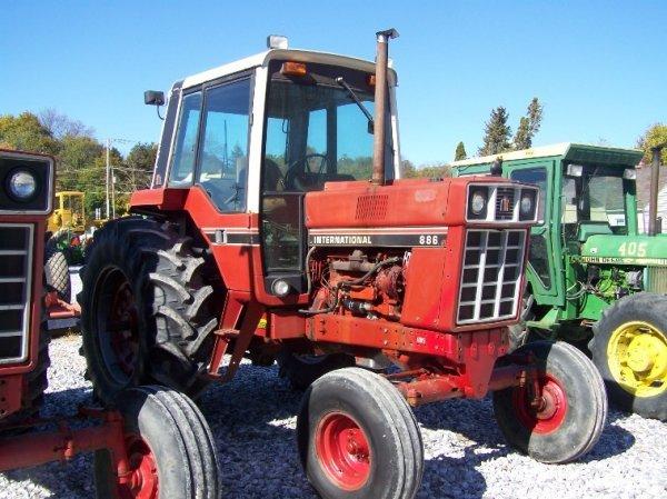 1410: International 886 Farm Tractor with Cab - 3