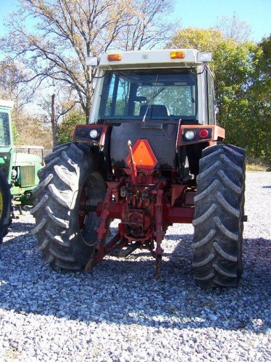 1410: International 886 Farm Tractor with Cab - 4