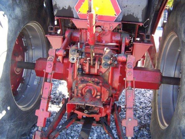 1410: International 886 Farm Tractor with Cab - 5