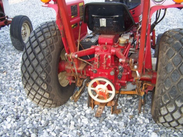 1485: International 284 Compact Tractor with Woods Bell - 5