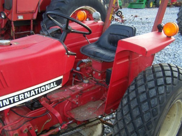 1485: International 284 Compact Tractor with Woods Bell - 7