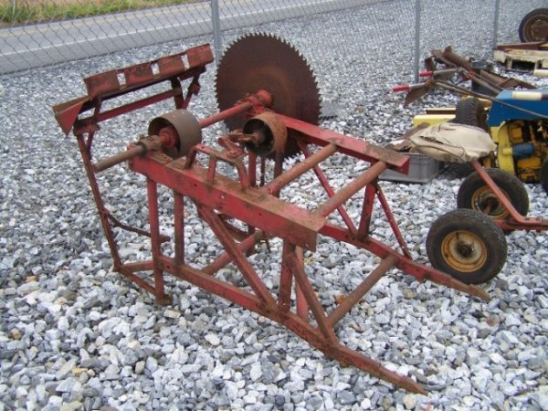 1010: Fast Hitch Belt Pulley Cord Wood Saw for Tractors