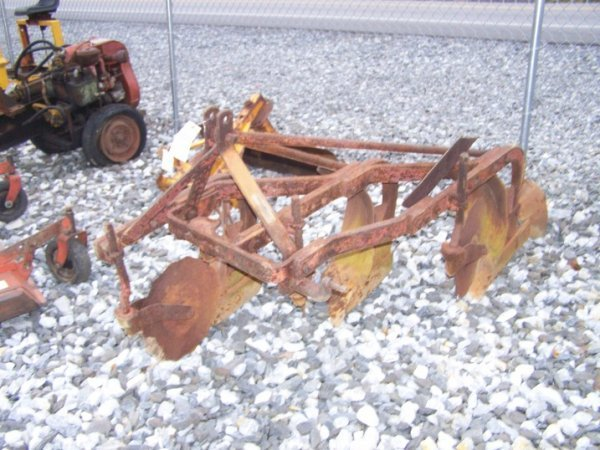 1027: Massey Ferguson 3pt 3 Bottom Plow for Tractors