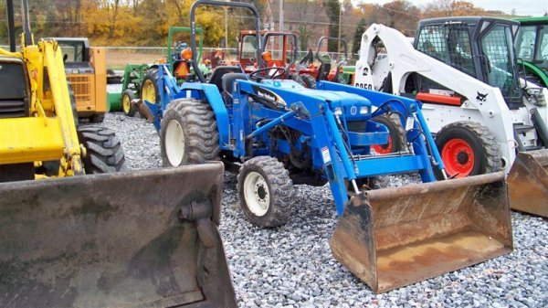 1257: New Holland TC30 4x4 Tractor Loader Backhoe