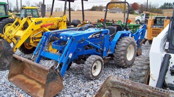 1257: New Holland TC30 4x4 Tractor Loader Backhoe - 2
