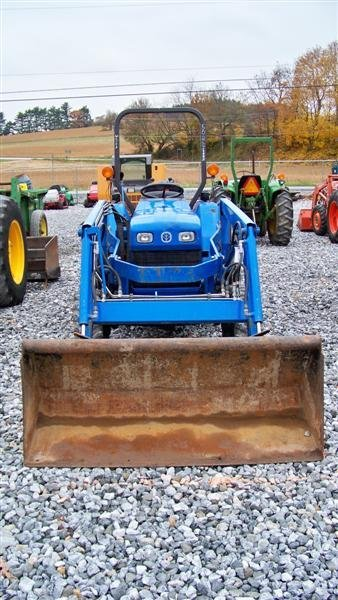 1257: New Holland TC30 4x4 Tractor Loader Backhoe - 3