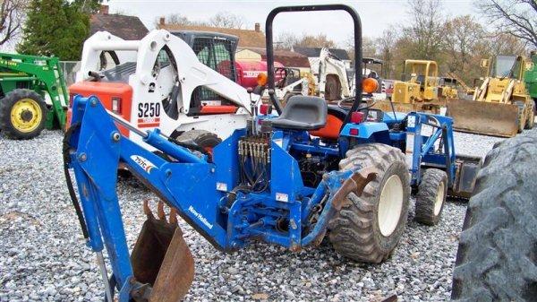 1257: New Holland TC30 4x4 Tractor Loader Backhoe - 5