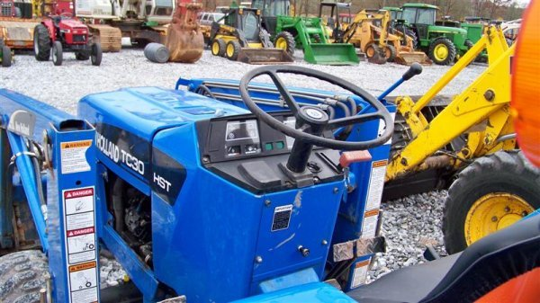 1257: New Holland TC30 4x4 Tractor Loader Backhoe - 7