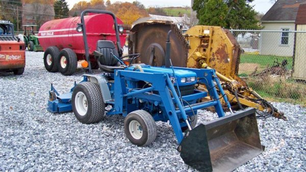 1447: Ford 1220 4x4 Compact Tractor with Loader,