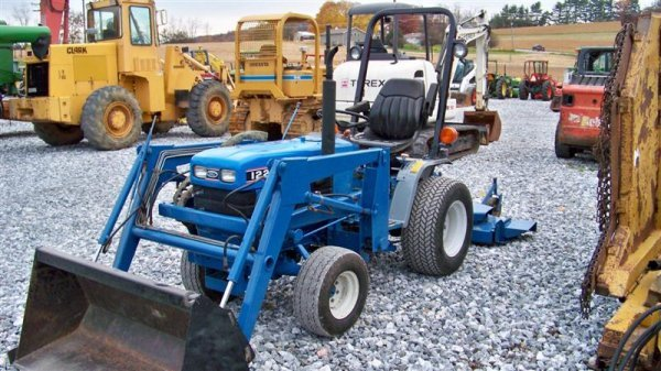 1447: Ford 1220 4x4 Compact Tractor with Loader, - 2