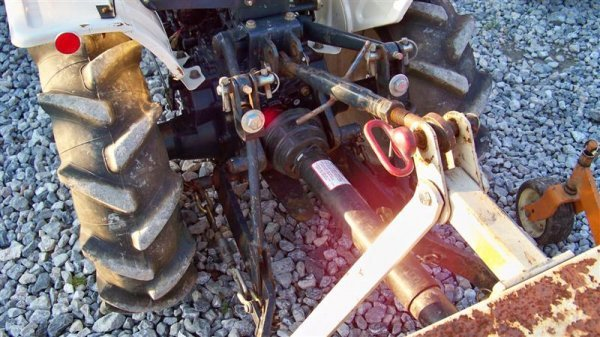 1382A: Bolens 1704 Hydro Compact Tractor, Diesel - 5