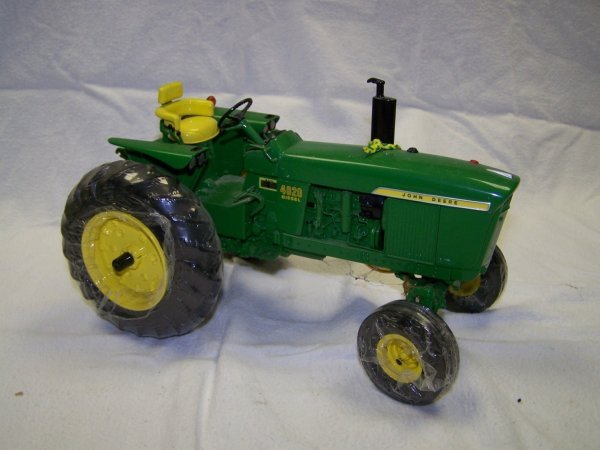 24: Ertl Precision Series 4 John Deere 4020 Toy Tractor - 2