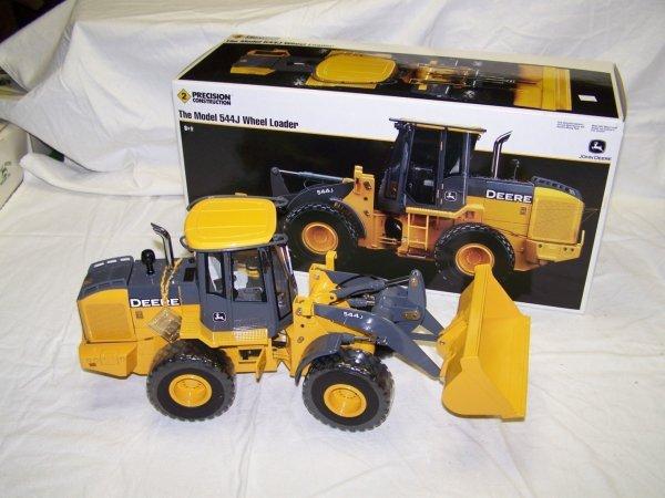 95: Ertl Precision Series 2 John Deere 544 Toy Loader