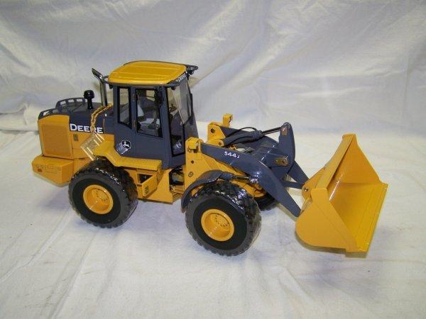 95: Ertl Precision Series 2 John Deere 544 Toy Loader - 2
