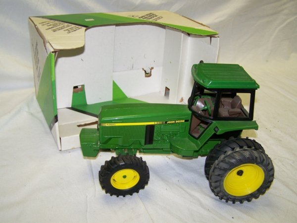 317: Ertl John Deere 4960 Toy Farm Tractor With Duals