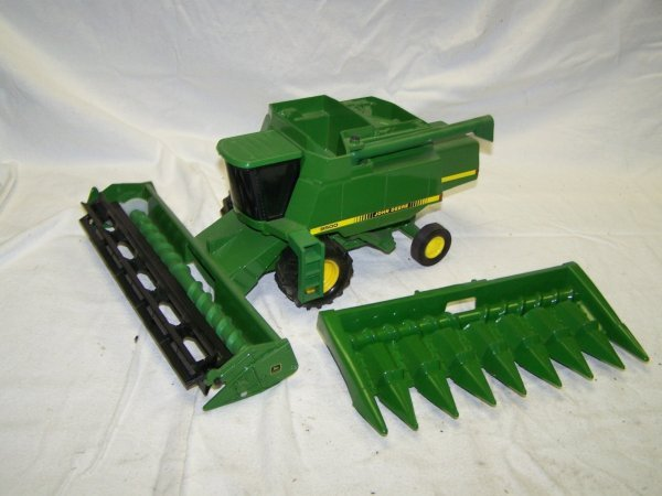 349: John Deere 9500 Toy Combine with 2 Heads