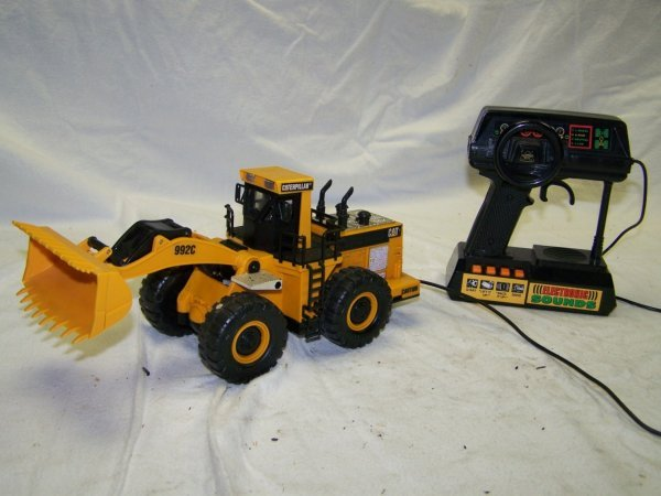 363: Caterpillar 992 RC Wheel Loader Toy with Sound