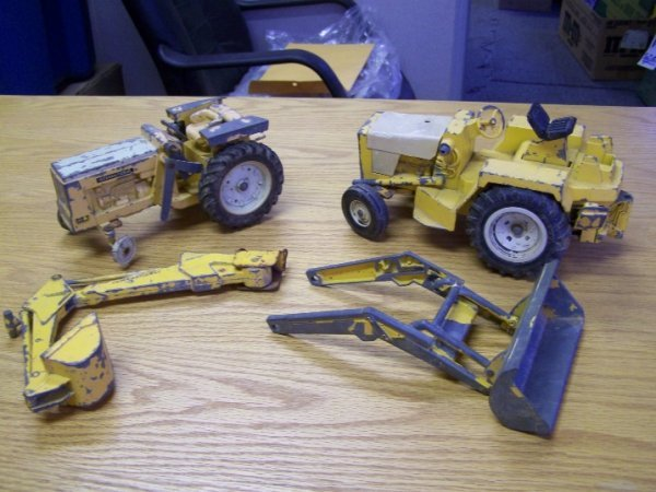 16: 2 International Tractor Loader Backhoe Toys