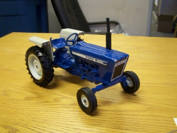 19: Ford 4600 Toy Farm Tractor