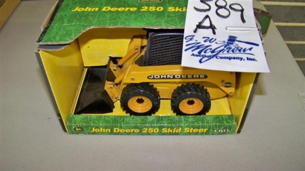 389A: John Deere 250 Toy Skid Steer Loader with Box