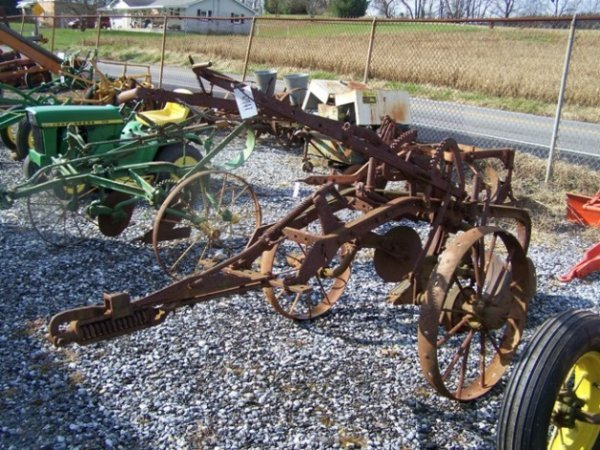 2061: Pull Type Syracuse 2x Antique Plow for Tractors