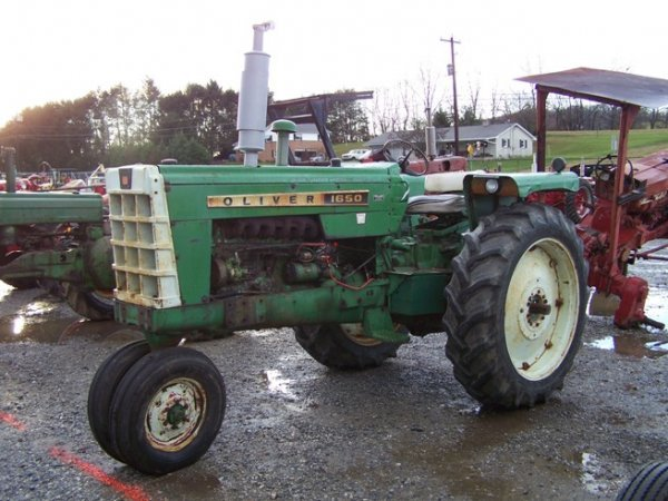 2319: Oliver 1650 Diesel Antique Farm Tractor