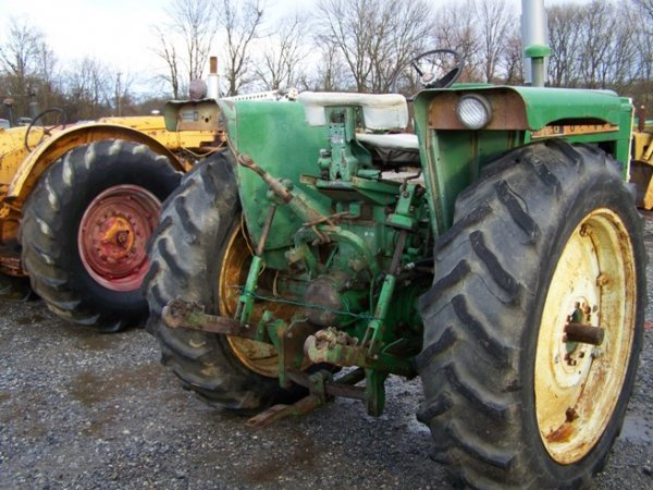 2319: Oliver 1650 Diesel Antique Farm Tractor - 4