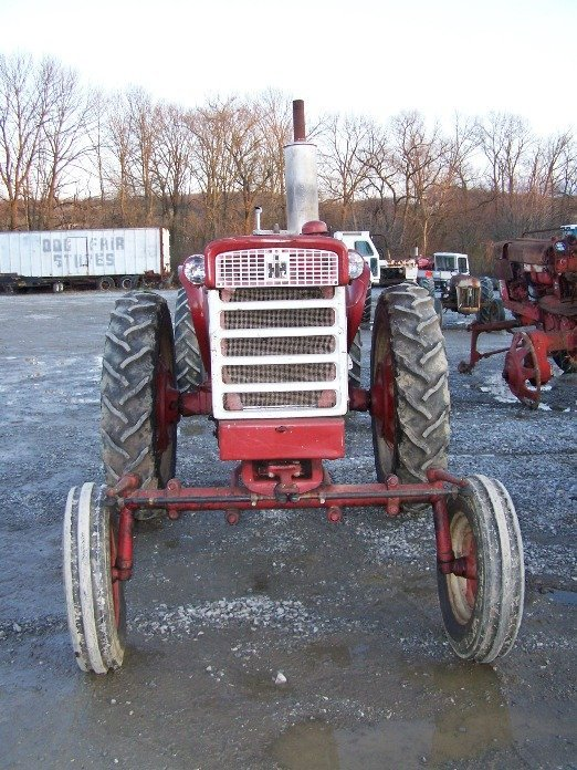 2303: IH Farmall 340 Wide Front Tractor - 2