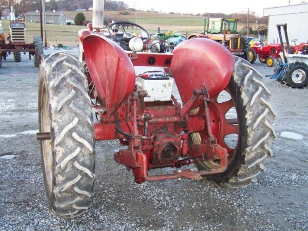 2303: IH Farmall 340 Wide Front Tractor - 4