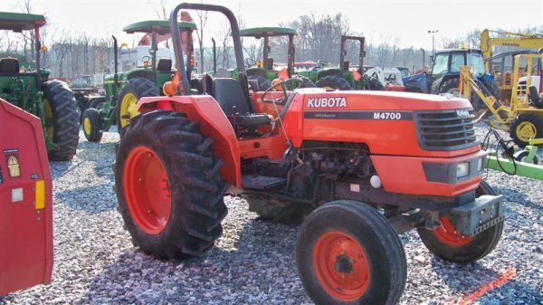 4140: Kubota M4700 Utility Special Tractor