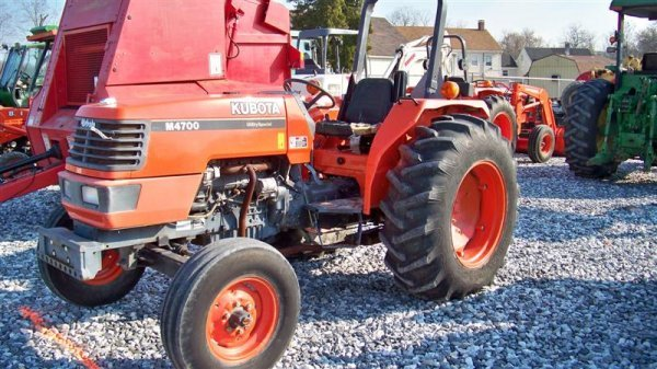 4140: Kubota M4700 Utility Special Tractor - 2