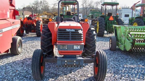 4140: Kubota M4700 Utility Special Tractor - 3