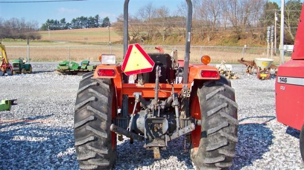 4140: Kubota M4700 Utility Special Tractor - 4
