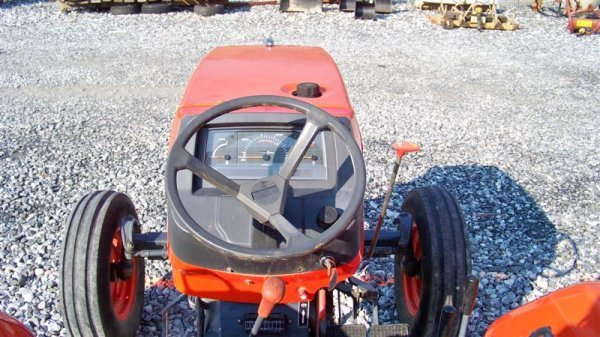 4140: Kubota M4700 Utility Special Tractor - 6