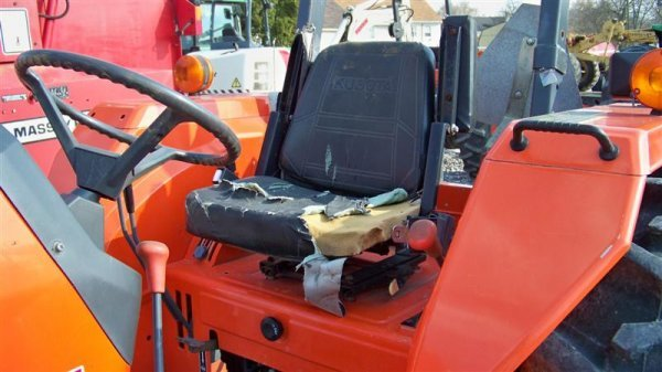 4140: Kubota M4700 Utility Special Tractor - 7
