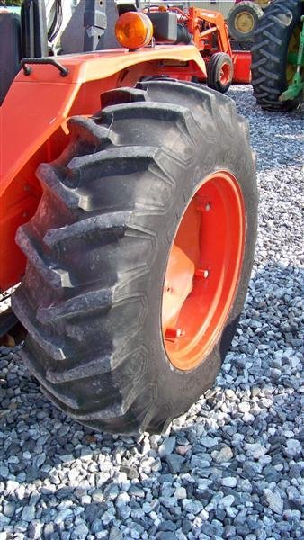 4140: Kubota M4700 Utility Special Tractor - 8