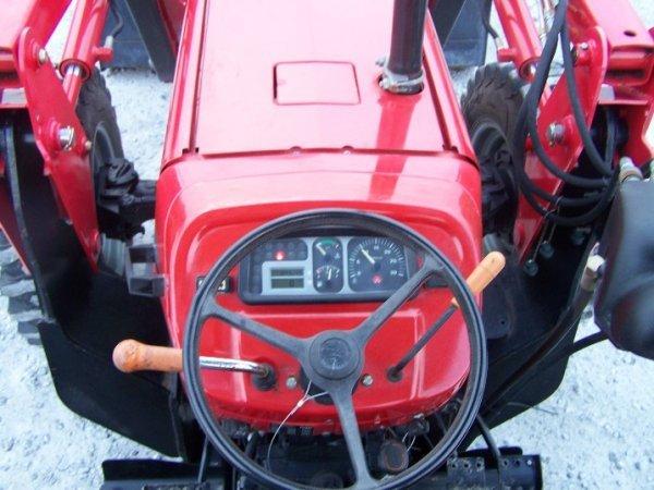 4175: Massey Ferguson 461 Tractor with Loader Backhoe - 10