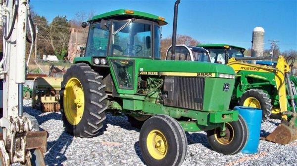 4260: John Deere 2955 Farm Tractor with Cab,