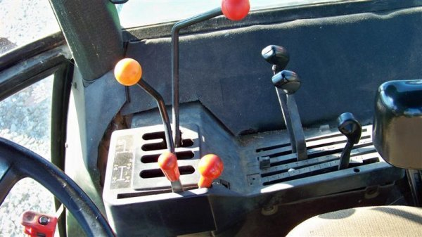 4260: John Deere 2955 Farm Tractor with Cab, - 8