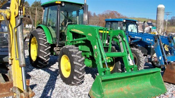 4262: John Deere 6603 4x4 Tractor with Cab and Loader,