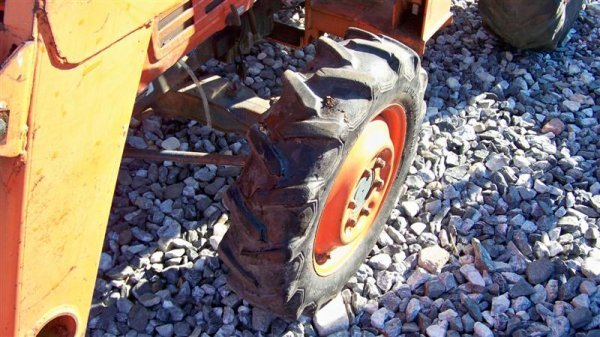 4116: Kubota L2550 4x4 Compact Tractor with Loader - 10