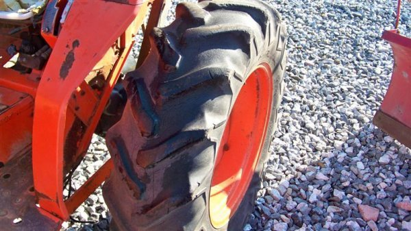 4116: Kubota L2550 4x4 Compact Tractor with Loader - 8