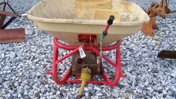 4012: Lesco 3pt Spin Spreader for Compact Tractors