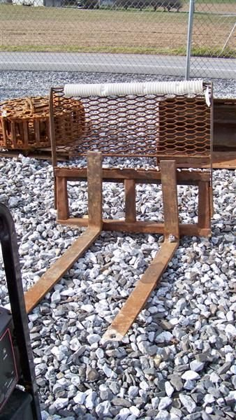 4015: Pallet Forks For JD & NH Skid Steer Loaders
