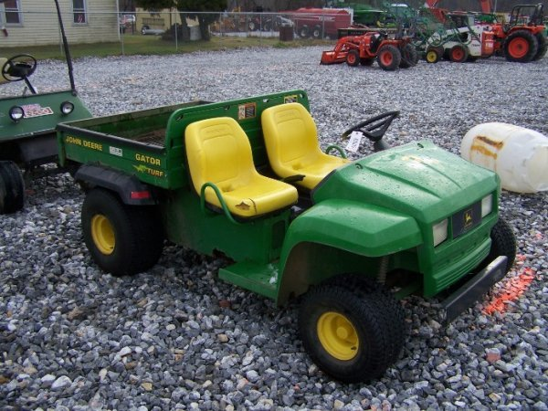 110: John Deere Turf Gator Utility Vehicle, Manual Dump