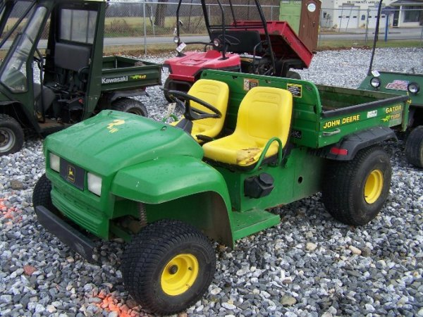 110: John Deere Turf Gator Utility Vehicle, Manual Dump - 2