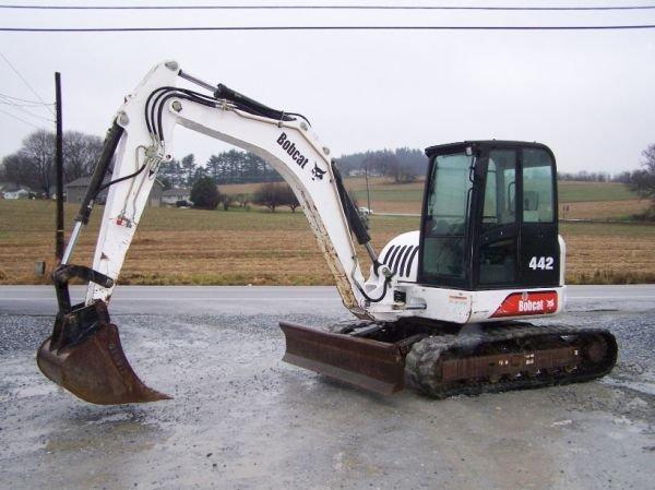 198: Bobcat 442 Mini Excavator with EROPS, 3rd Valve